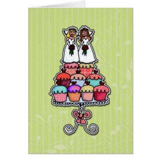 Zwei Bräute auf kleinen Kuchen Grußkarte