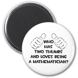 Zwei Daumen und Lieben, die ein Mathematiker sind Runder Magnet 5,7 Cm