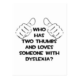 Zwei Daumen und Lieben jemand mit Dyslexie Postkarte