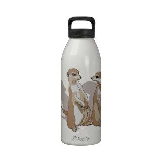 zwei Erdmännchen mit Schatten Trinkflasche