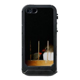 Zwei Fink-Vögel hinter Gittern Incipio ATLAS ID™ iPhone 5 Hülle