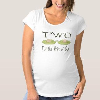 Zwei für den Preis von einem Umstands-T-Shirt