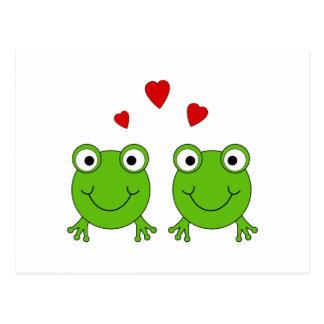 Zwei grüne Frösche mit roten Herzen Postkarte