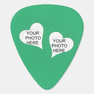 Zwei Herzen auf Grün addieren Fotos Plektron