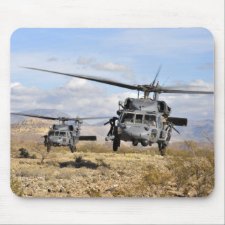 Zwei HH-60 Pavehawk Hubschrauber, die zu lan sich Mousepads
