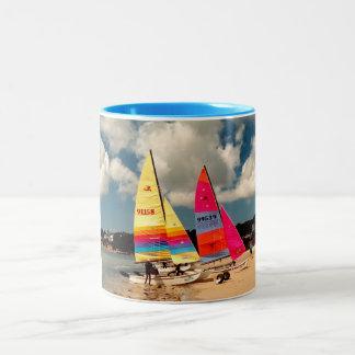 Zwei Hobie Segelboote Zweifarbige Tasse
