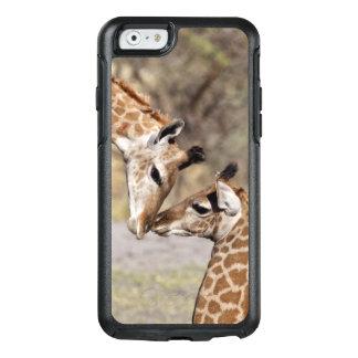Zwei junge Giraffen OtterBox iPhone 6/6s Hülle