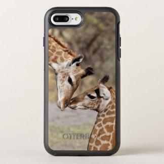 Zwei junge Giraffen OtterBox Symmetry iPhone 8 Plus/7 Plus Hülle