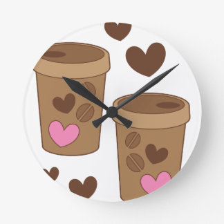 zwei Kaffeetassen mit Liebeherzen Runde Wanduhr