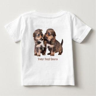 Zwei niedliche Yorkshire-Welpen Baby T-shirt