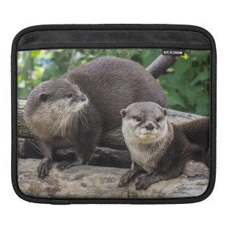 Zwei niedlicher Otter der Otter-| Sleeve Für iPads
