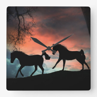 Zwei Pferde, die Uhr laufen lassen