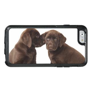 Zwei Schokolade Labrador retriever-Welpen OtterBox iPhone 6/6s Hülle
