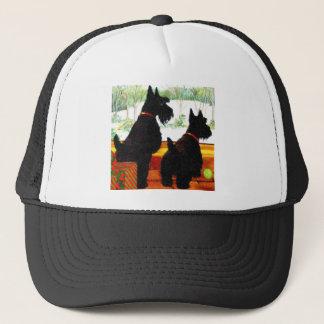 Zwei Scottie-Hunde am Weihnachten Truckerkappe