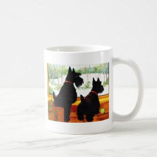 Zwei Scotty Hunde am Weihnachten Kaffeetasse