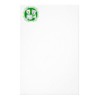 Zwei sitzendes Westies an Tag St. Patricks Briefpapier