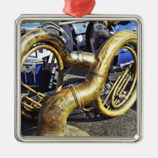 Zwei Sousaphones und Trommeln Silbernes Ornament