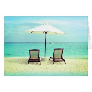 Zwei Strand-Stuhl-Paradies-freier Raum gefaltete Karte