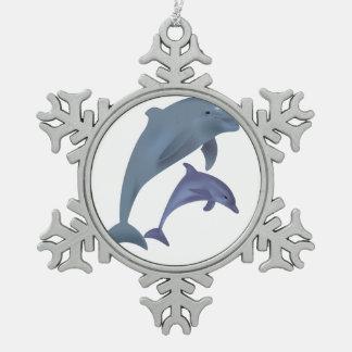 Zwei tropische Delphine, die neben einander Schneeflocken Zinn-Ornament