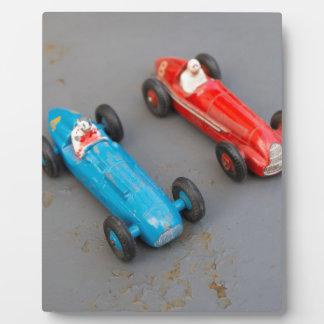 Zwei Vintage Spielzeugautos Fotoplatte