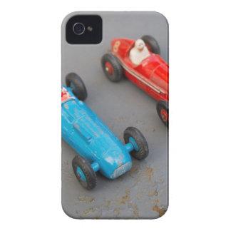 Zwei Vintage Spielzeugautos iPhone 4 Hülle