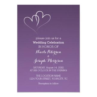 Zwei Weiß verflochtene Herzen mit PurpleBackground Karte