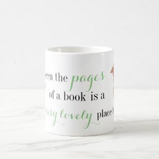 Zwischen den Seiten eines Buches Kaffeetasse