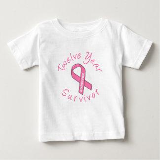Zwölf Jahr-Überlebender (Kreis-rosa Band) Baby T-shirt